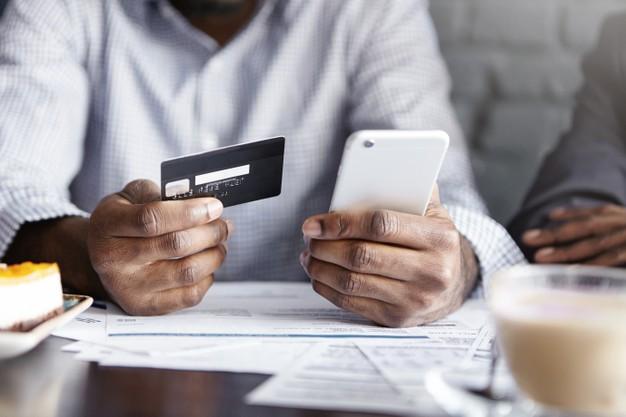 Vertailussa luottokortti ja kulutusluotto